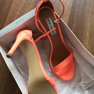 Steve Madden Stecy size 7.5 coral brand new